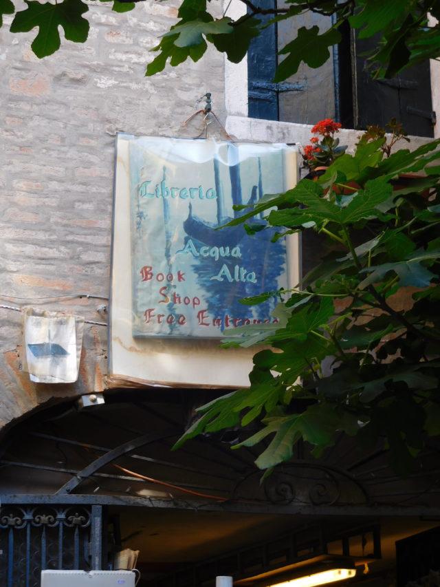 Libreria_Acqua_Alta_venice_1